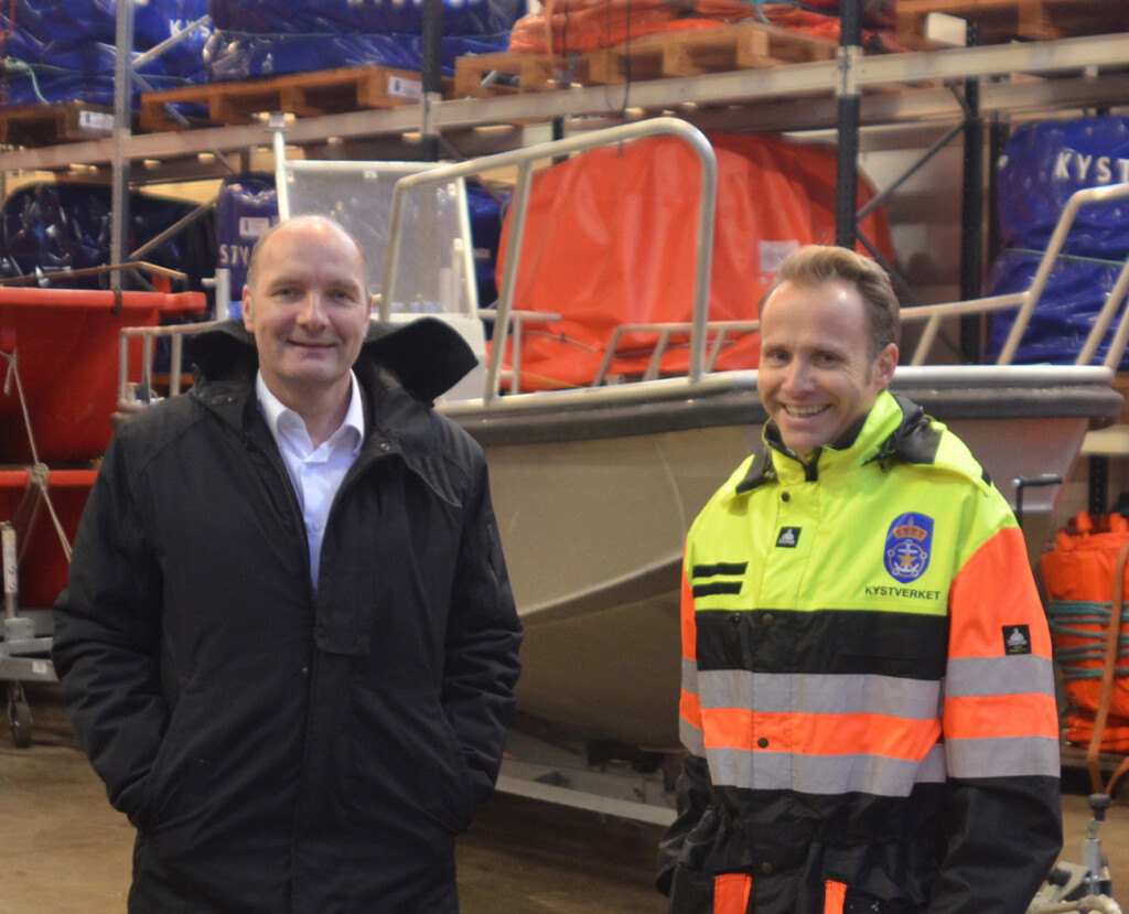 Nicolai Michelsen of Miko (left) and NCA manager Ola Jordheim discuss ShipArrestor storage #